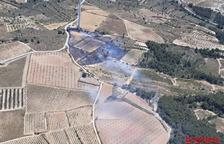 Continuen les tasques d'extinció de l'incendi de l'Ebre, que ha sofert revifades