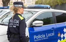 Imagen de archivo de una agente de la Policía Local de Manresa.