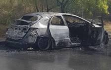 Crema un cotxe al carrer Sant Auguri de Tarragona
