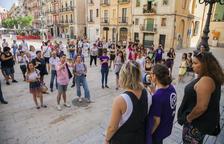 Unes 60 persones es concentren a Tarragona en suport a la víctima de l'agressió sexual a Manresa