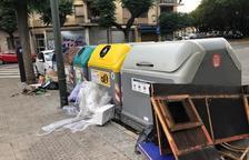 Denuncian basura en torno a los contenedores de la calle Pin i Soler de Tarragona