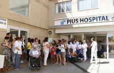 Una cinquantena de treballadors del Pius es concentren per denunciar precarietat laboral