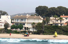 Rescaten un home que s'estava ofegant a una platja de Roda de Berà