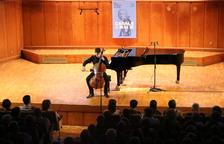El violoncel·lista Victor-Julien Lafarrière en el concert inaugural del 39è Festival Internacional de Música Pau Casals del Vendrell.