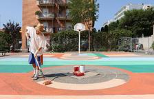 Tres joves creadors converteixen les pistes de bàsquet de Reus en obres d'art