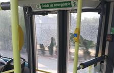 En autobús de Cambrils en Tarragona con las puertas rotas