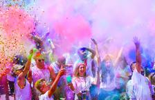 El barrio de la Albada se tiñe de colores por sus fiestas