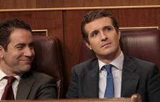 El líder del PP, Pablo Casado, y su secretario general, Teodoro García Ejea, en el Congreso durante el debate de investidura, el 22 de julio de 2019.