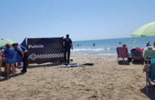 Mor un home de 88 anys a la platja de Calafell