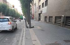 Tres pilons totalment aixecats a la Rambla Vella de Tarragona