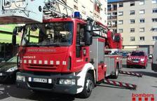 Desalojados una quincena de vecinos de un bloque del Sant Pere i Sant Pau por un incendio