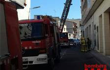 Un incendi en un sofà obliga a confinar a 25 veïns d'un edifici de Móra d'Ebre