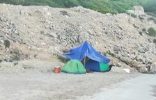 Augmenten les persones que dormen a les platges de Tarragona