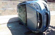 Bolca un cotxe a Calafell en xocar amb una casa