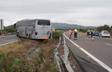 Dan el alta a los nueve heridos en el choque frontal entre un coche y un autobús en Amposta