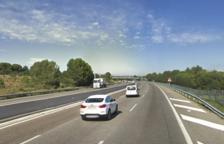 Un accidente con un único vehículo implicado obliga a cortar dos carriles de la AP-7 en el Vendrell