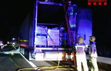 Se incendia un camión en la AP-7 en Mont-roig del Camp