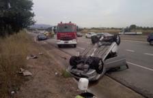 Una conductora resulta ferida en bolcar amb el cotxe a la C-14z a Reus