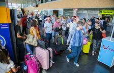 Retards a més de 25 vols a l'aeroport de Reus per un problema tècnic a França i tempestes