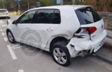Es fuga després de xocar contra un vehicle estacionat a Coma-ruga