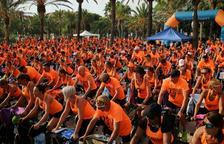 Voluntaris de 'la Caixa' participen a la pedalada solidària de Cambrils