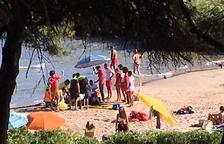 Muere un hombre de 53 años en la playa de los Capellans de Tarragona