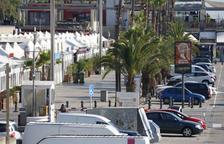 Pla general del moll del Port Olímpic de Barcelona.