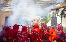 El Ball de Diables de Torredembarra envía de vía crucis los partidos que se han quedado fuera del consistorio