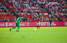 Brugué passa de tenir un peu fora a ser un dels millors contra l'Andorra
