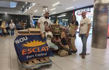 L'establiment Esclat entrega a la Cucafera de Tarragona 120 quilos de caramels