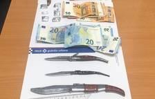 Detingut a Reus després de trobar quatre navalles i haixix a l'interior del cotxe que conduïa
