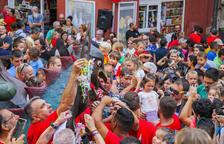 Unos 300 niños entregan su chupete a la Víbria de Tarragona