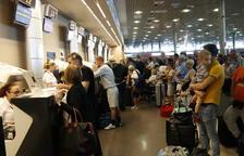 Cues i retards a l'Aeroport de Reus pel tancament de Thomas Cook