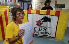 Els CDR lliuren una carta a la Delegació del Govern exigint 'la construcció de la República catalana'