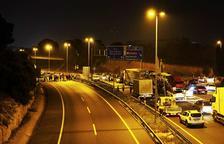 Unas 200 personas cortan la A-7 en Tarragona después de la manifestación para conmemorar el 1-O