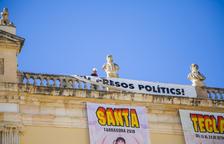 L'Ajuntament de Tarragona retira la pancarta i tornarà a posar-la després de les eleccions