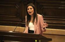 Pla mitjà de la líder de Ciutadans, Lorena Roldán, intervenint durant la moció de censura.