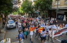 Milers de persones prenen els carrers i tallen carreteres a  Tarragona i Reus