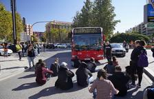 Un grup de manifestants talla la Imperial Tarraco