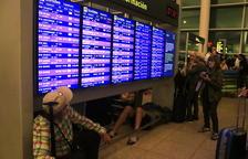 Cancel·len 45 vols dels 986 programats al Prat perquè els avions no van poder arribar