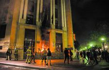 Enfrontaments entre policia i manifestants després de l'acte d'ANC i Òmnium a Tarragona