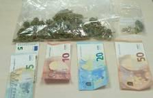 Enxampat 'in fraganti' venent 38 grams de marihuana a Amposta