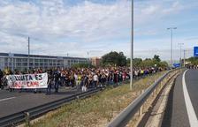 Cerca de mil personas se manifiestan en Tarragona y cortan la A-7