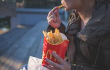 Condenado a pagar 150 euros por obligar a su hija a ingerir «grandes cantidades» de comida