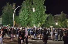 Els manifestants es concentren a la Subdelegació de Govern on augmenta la tensió