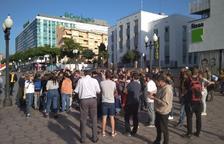 Un grup de persones es concentra als jutjats de Tarragona en suport a la detinguda Laura Solé