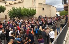 Els veïns del Pont d'Armentera es concentren per mostrar el seu suport a Joan Tortosa