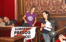 La CUP i Junts per Tarragona marxen del plenari per rebutjar la sentència del procés i la «violència policial»
