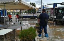 El temporal hunde una barca e inunda locales en el Serrallo