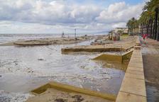 Salou i Cambrils es recuperen dels aiguats, que malmeten camins i platges